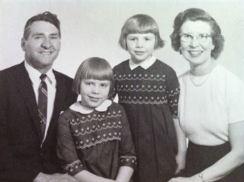 Martha Raymond as a child, with her parents and sister